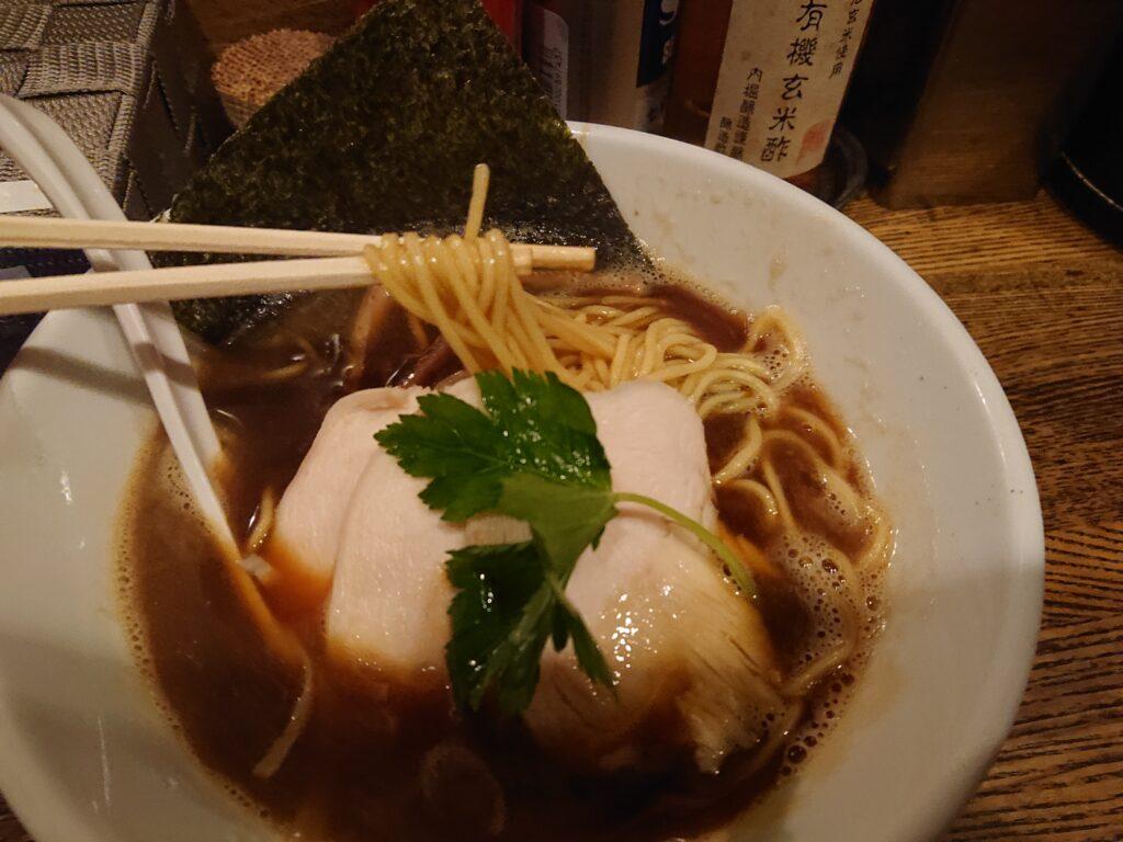 新橋 纏 (まとい) 烏賊干し鶏白湯醤油そばの麺