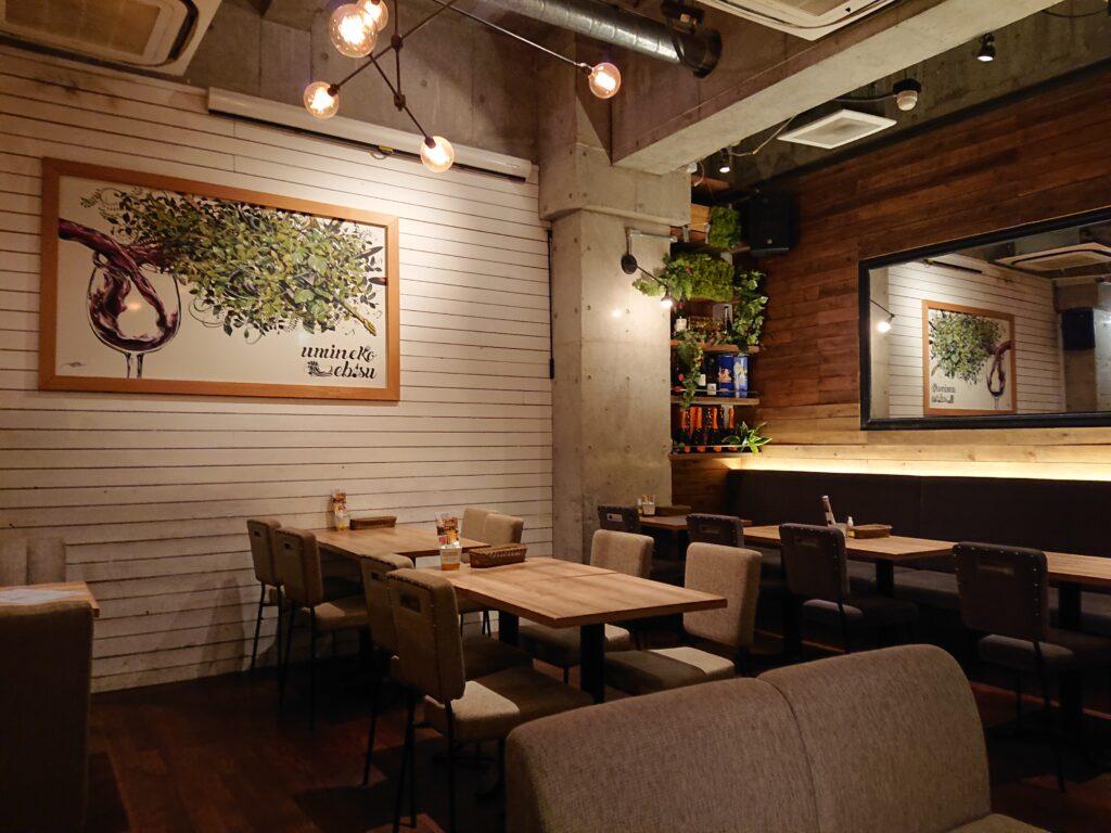 umineko ebisu (ウミネコエビス) 店内のテーブル席
