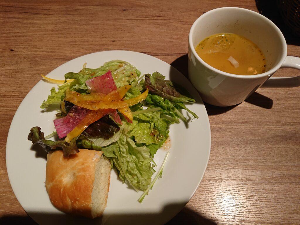 ランチセットのサラダとスープ