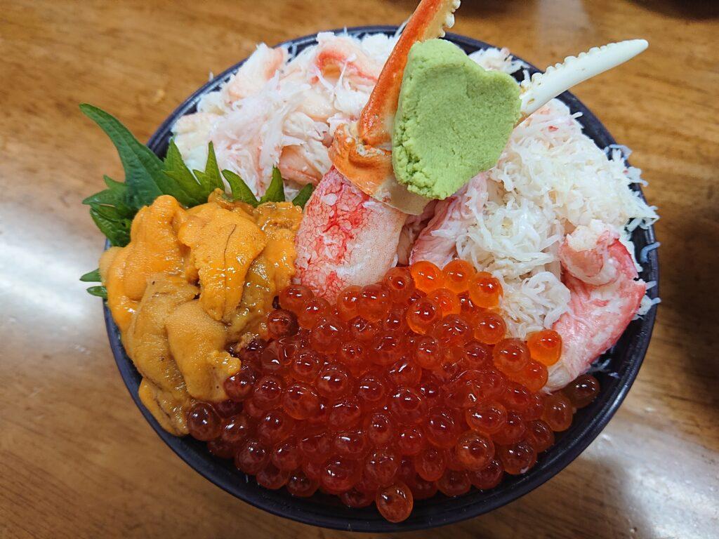 三色丼(ウニ・いくら・カニ)¥2,800