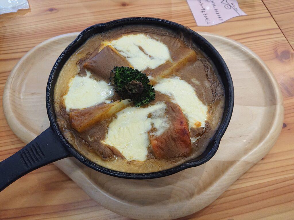 北大牛乳のモッツアレラの焼きチーズカレー