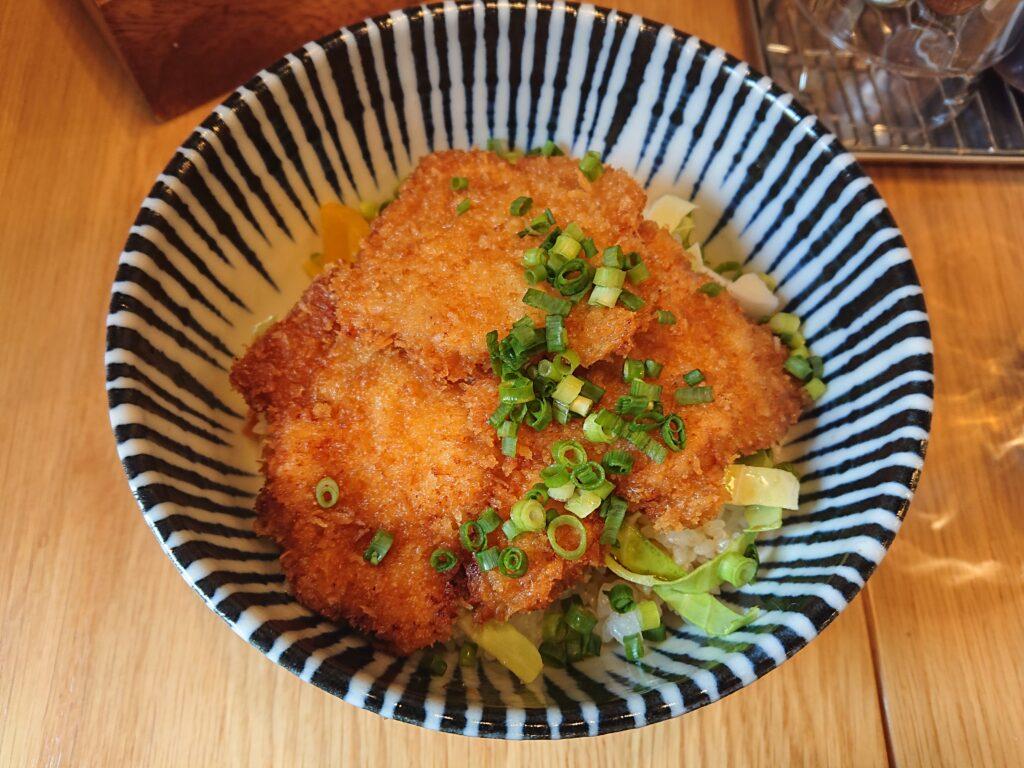 肉バル×アヒージョ Trim 神谷町 (トリム) たれカツ丼 3枚 700円