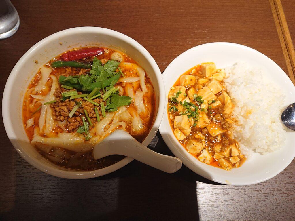 マーボー丼&ハーフ刀削麺(マーラー刀削麺 レギュラーサイズに変更+100) 1,000円