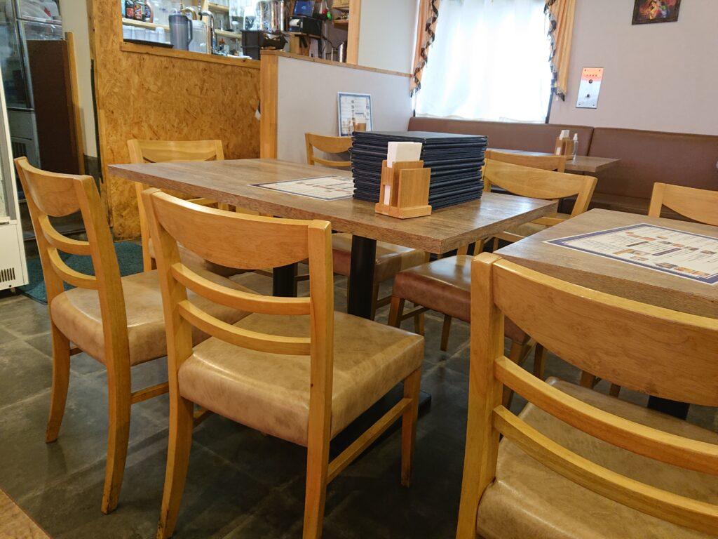 ナンディニ 虎ノ門店 (NANDHINI) 店内のテーブル