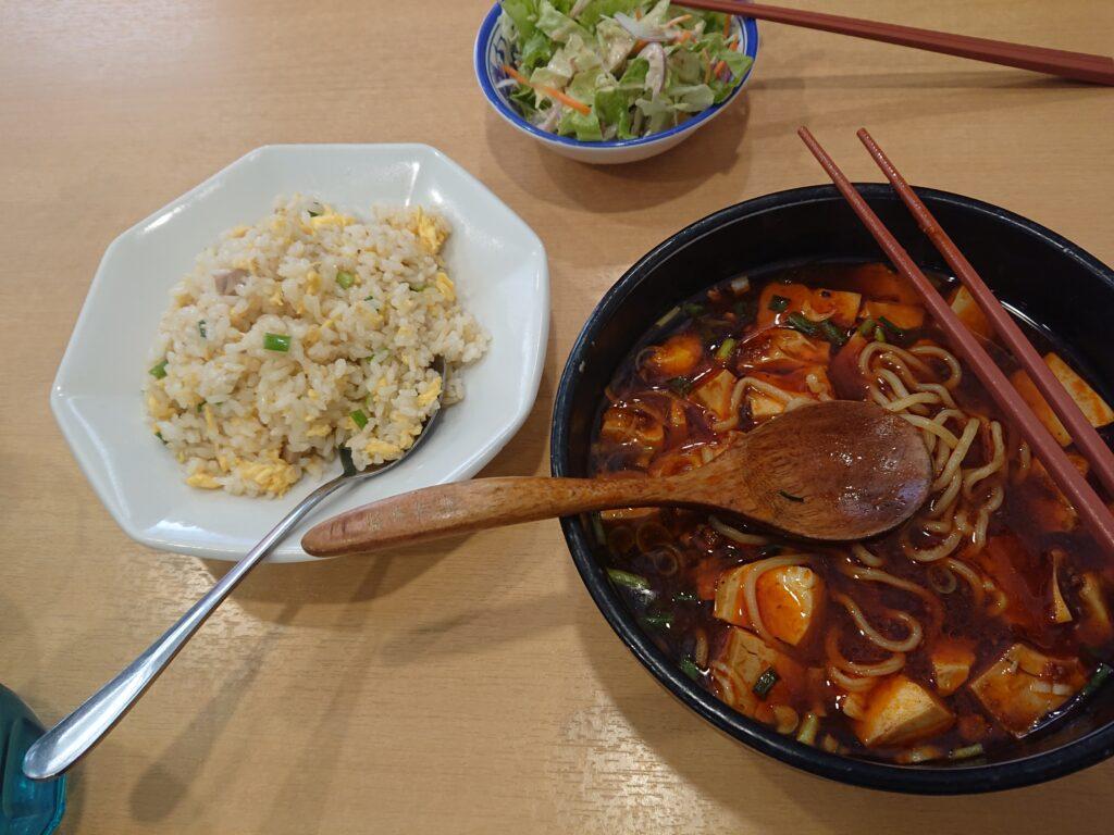 麻婆麺と半チャーハンとサラダ