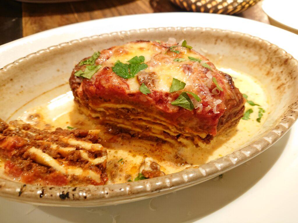 自家製ラザーニャ牛肉をじっくり赤ワインで煮込んだ特製ボロネーゼ入り(数量限定) 断面