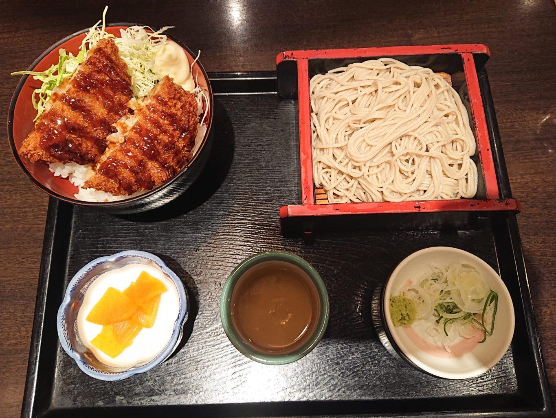 日替りランチセット(キャベツメンチカツ丼とそば) 800円