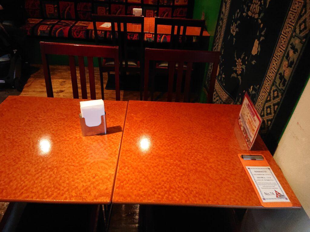 クンビラ恵比寿 店内の席2