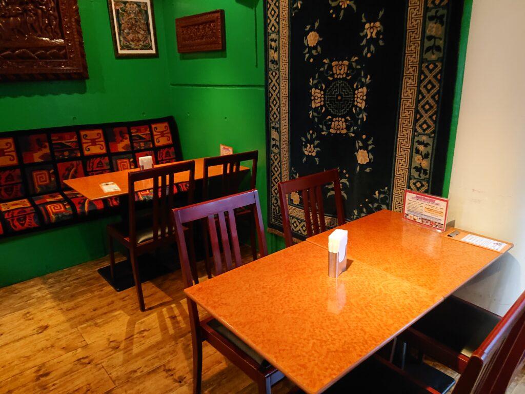 クンビラ恵比寿 店内の席