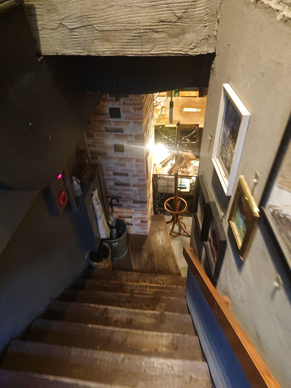 Carne Bar Katete 虎ノ門 (カルネ バル カテテ) 入口の階段