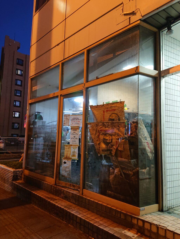 蓮爾 新町一丁目店 (ハスミ) 夜の外観