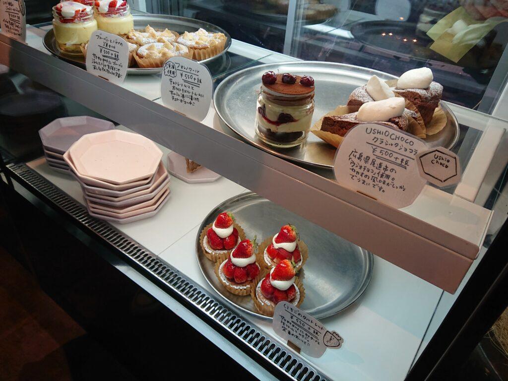 ゼロワンカレーA.o.D (ZERO ONE CURRY A.o.D) 店内のケーキ