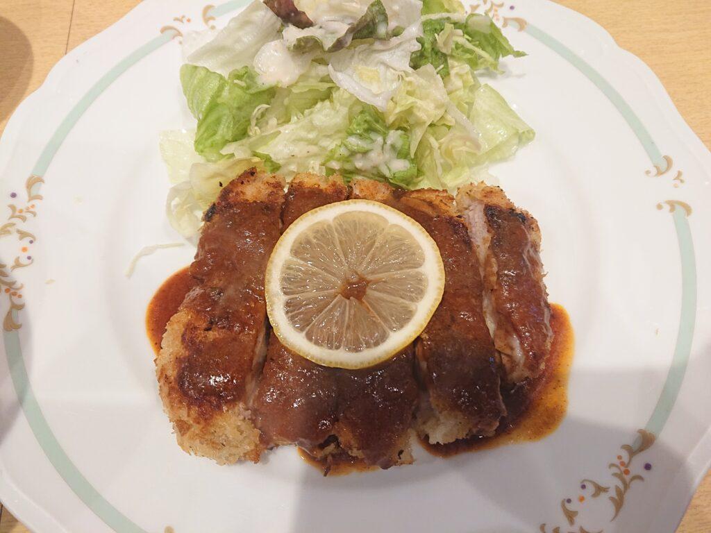 平五郎@虎ノ門 若鶏のカツレツ カツレツのアップ