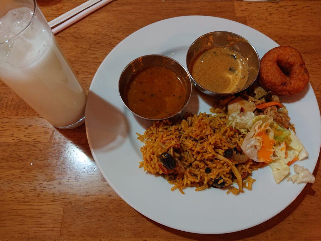 ニルワナム 神谷町店 (Nirvanam) ビュッフェの料理とドリンク