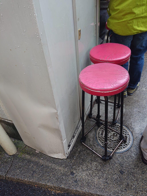 ラーメン二郎 千住大橋駅前店 待つ用の椅子